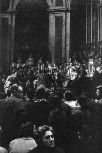 """""""Domingo en el Louvre"""", de Willy Ronis"""