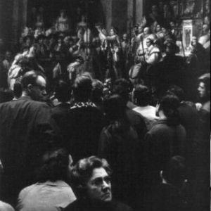"""Domingo en el Louvre"", de Willy Ronis"