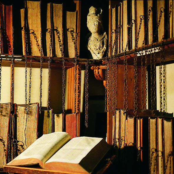 Biblioteca parroquial en Wimborne Minster, Inglaterra