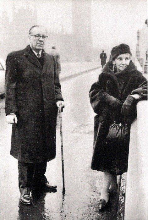 Borges con Leonor Acevedo, su ,madre