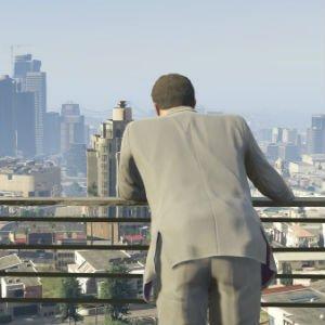 Michael observa el centro financiero de Los Santos