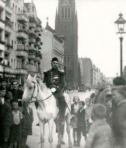 Otto Witte se exhibe en las calles de Berlín en 1932