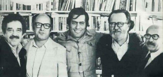 Gabriel García Márquez, Jorge Edwards, Mario Vargas Llosa, José Donoso y Muñoz Suaz, en casa de Carmen Balcells, en Barcelona (1974)
