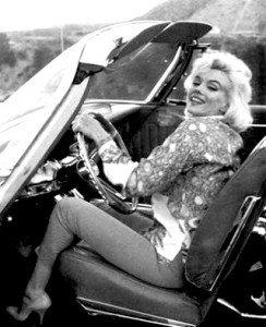 Marilyn Monroe en uno de sus descapotables