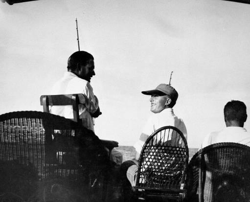 Hemingway y Samuelson pescando juntos