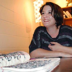 Candice Hicks con uno de sus diarios