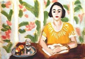 Mujer leyendo con melocotones