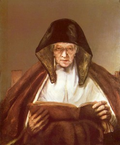 Mujer anciana leyendo
