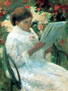 Mujer leyendo en el jardín