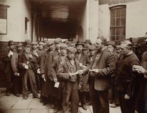 Cuartel del Ejército de Salvación en Londres durante el domingo por la mañana, 1902