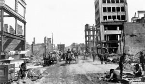 Devastación causada por el terremoto de San Francisco earthquake en Kearny Street, 1906