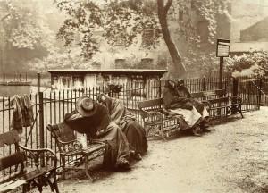 Mujeres indigentes durmiendo en Spitalfields Garden, Londres, 1902