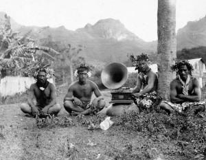 Nativos de Nuku Hiva, la más grande de las Islas Marquesas en la Polinesia Francesa, 1907